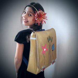 Tasche zum Schulstart made in Switzerland suissemade Aargau Medusa Design handmade